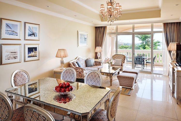 Kempinski The Palm - Suite 2 chambres - Salon avec vue sur The Palm