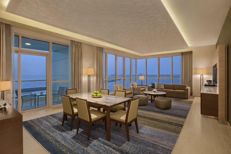 DoubleTree by Hilton Jumeirah Beach - Suite - Salon