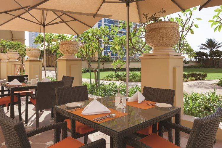 Hawthorn Suites by Wyndham Dubaï - Terrasse du restaurant