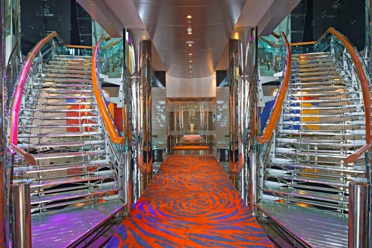 Hilton Dubaï Creek - Escaliers dans le lobby