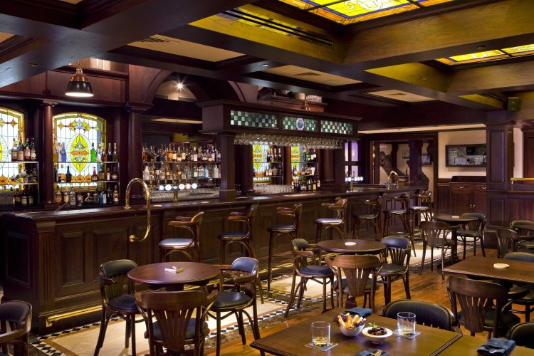 Four Points by Sheraton Downtown Dubaï - Yesterday Pub et Restaurant