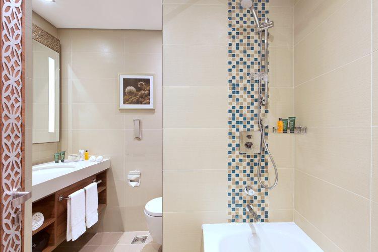 Hilton Garden Inn Al Muraqabat - Chambre - Salle de bains