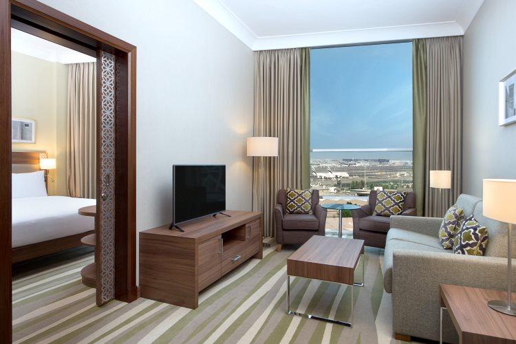 Hilton Garden Inn Al Muraqabat - Suite - Salon