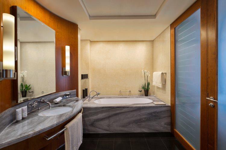 Jumeirah Emirates Towers - Club Junior Suite - Salle de bains