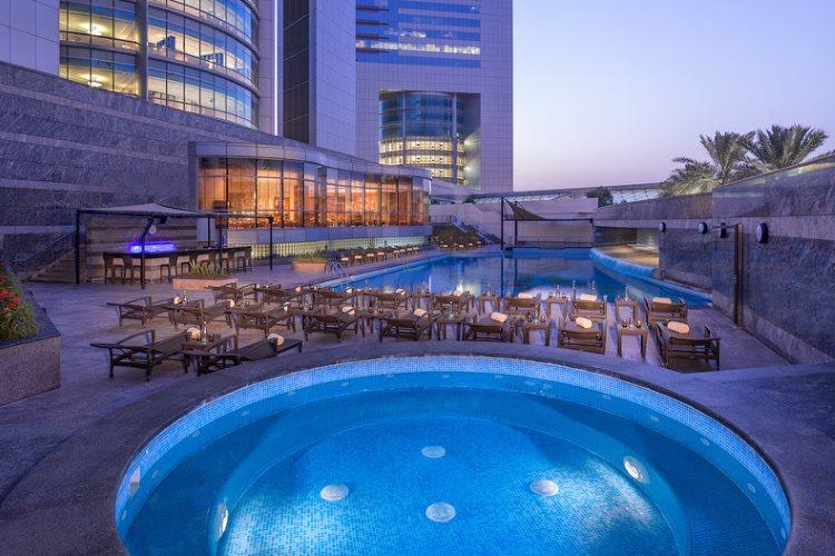 Jumeirah Emirates Towers - Piscine - Jacuzzi