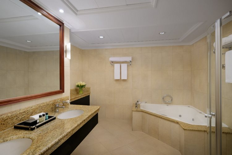 Mövenpick Hôtel Bur Dubaï - Suite Deluxe - Salle de bains