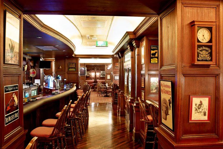 Radisson Blu Deira Creek - The Pub