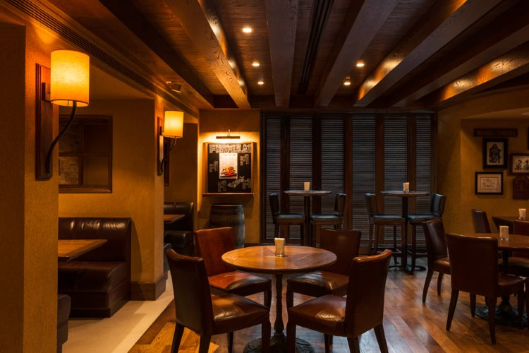 Four Points by Sheraton Sheikh Zayed Road - Charlies Pub Restaurant